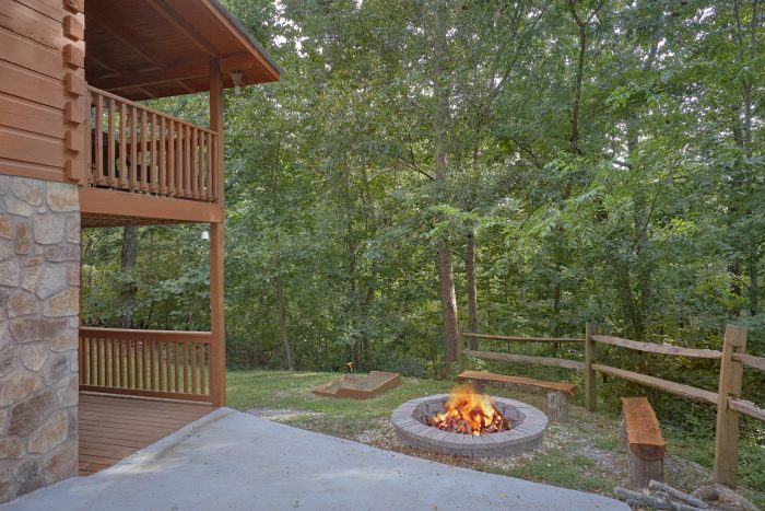 2 Bedroom Cabin with Fire Pit - A Stones Throw