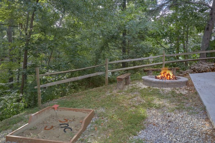 Horse Shoe Pit 2 Bedroom Cabin - A Stones Throw