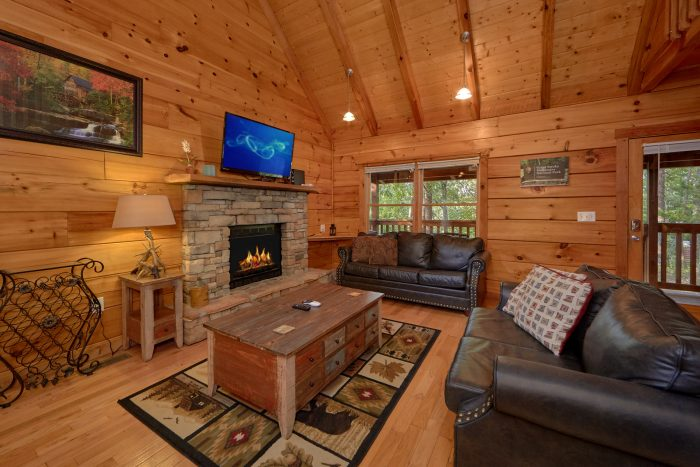 Cabin with Kitchen and Dining Area - A Stones Throw