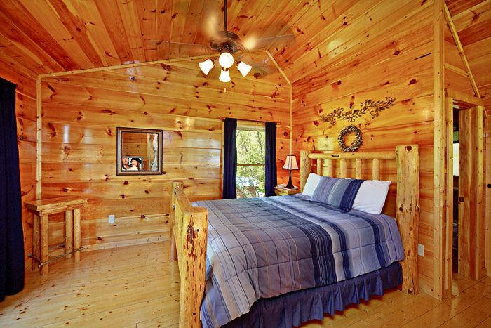Queen Lofted Bedroom in Cabin - A Tennessee Treasure