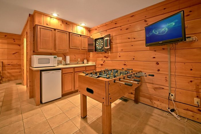 Cabin with foosball Table and Mini Kitchen - A Tennessee Twilight