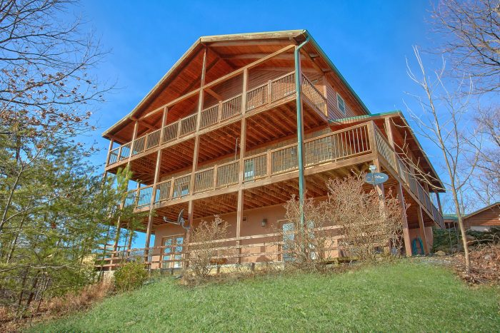 5 Bedroom 4 1/2 Bath Room 3 Story Cabin - A View For All Seasons