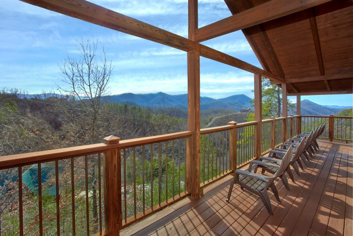 5 Bedroom Cabin with Lots of Deck Space - A View For All Seasons