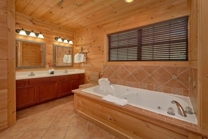 5 Bedroom Smoky Mountain Cabin with 5 King Beds - A View From Above
