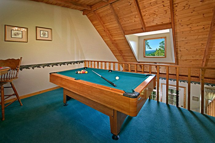 Cabin with Pool Table - Above the Clouds