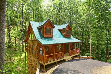 Honey Bear: 1 Bedroom Sevierville Cabin Rental
