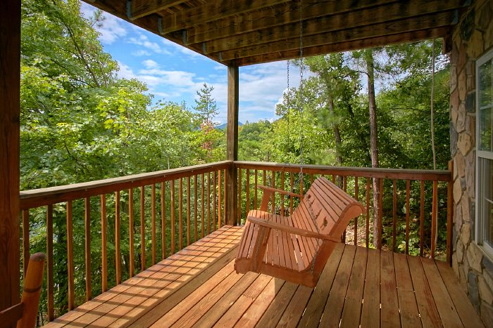 Honeymoon Cabin with Porch Swing - Ain't No Mountain High Enough