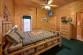 Spacious 7 Bedroom Cabin with Indoor Jacuzzi's
