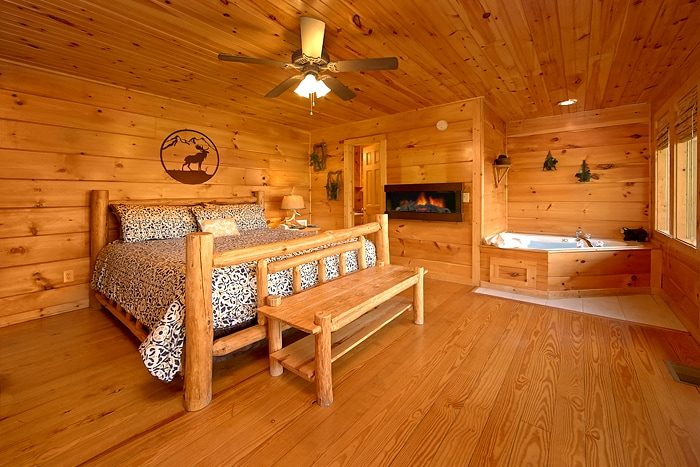 Cabin with a Luxurious Master King Suite - Alone at Last