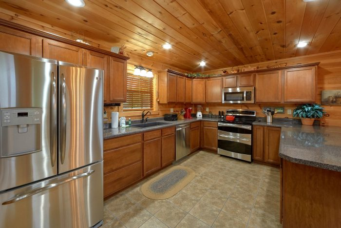 5 bedroom luxury cabin with Full Kitchen - Amazing Views to Remember