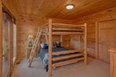 5 Bedroom cabin with Queen bunk beds for 4