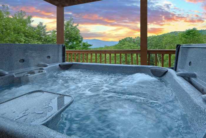 5 Bedroom cabin with hot tub and Mountain Views - Amazing Views to Remember