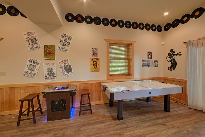 6 Bedroom Cabin with air hockey game and arcade - American Dream Lodge