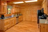 Luxurious 2 Bedroom Cabin with Large Kitchen