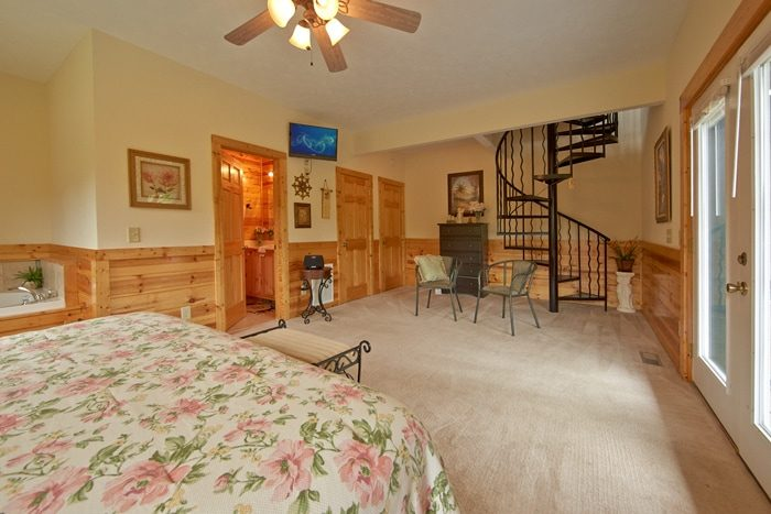 Premium Cabin with Master Suite Downstairs - Angel Haven