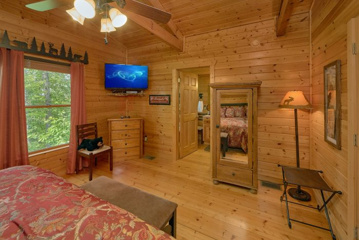 Luxurious King bedroom in 2 bedroom cabin - Angel's Landing