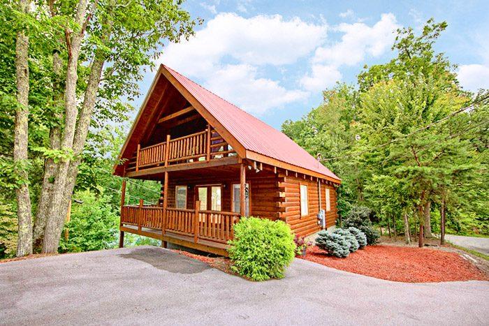 Honeymoon cabin near gatlinburg in sky harbor resort for Cabin near gatlinburg tn