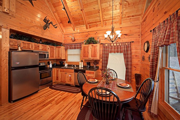 Fully Equipped Kitchen with Dining Table - Antler Ridge