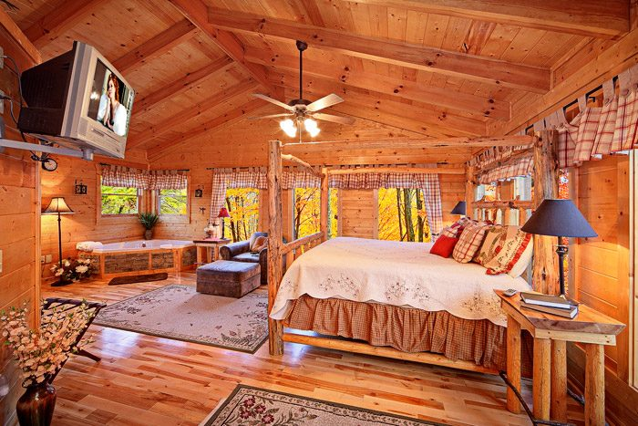 King Master Suite on Top Level of Cabin - Antler Ridge