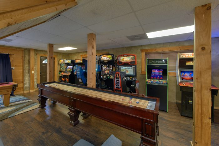 Large Game Room with Pool Table - Arcade At The Boondocks