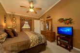 2 Bedroom Cabin with King Bedroom and Jacuzzi