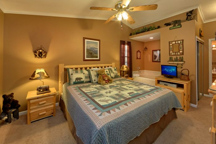 2 Bedroom Cabin Near Pigeon Forge with King Bed - Autumn Breeze