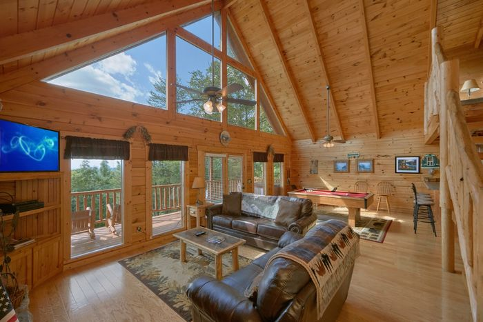 Secluded cabin near gatlinburg with hot tub for Cabin in gatlinburg with hot tub