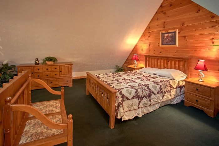 Spacious 2 Bedroom Cabin with Private Bedrooms - B & D Hideaway