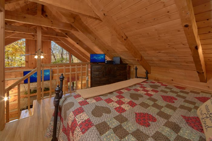 1 Bedroom Cabin Sleeps 4 with Wooded View - Bare Tubbin