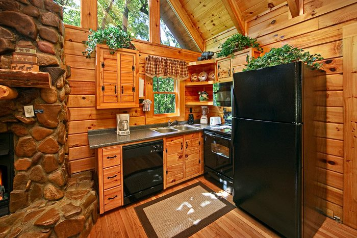 One Bedroom Cabin with Cozy Kitchen - Bear Crossing