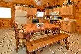 2 Bedroom Cabin with a Bench Style Dining Table