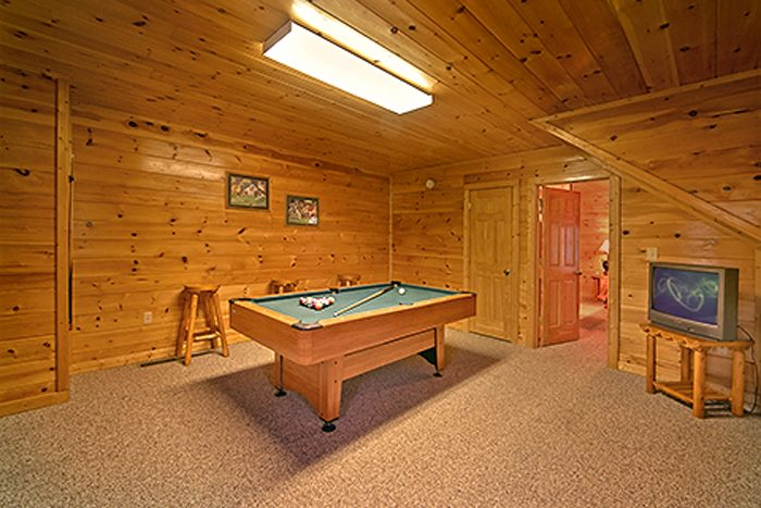 2 Bedroom Cabin with Luxurious Pool Table - Bear Footin