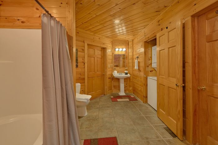 1 Bedroom Cabin with Views off Wears Valley - Bear Hugs