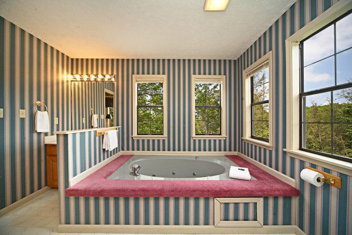 Beautiful Indoor Jacuzzi Tub in Chalet - Bear Kisses