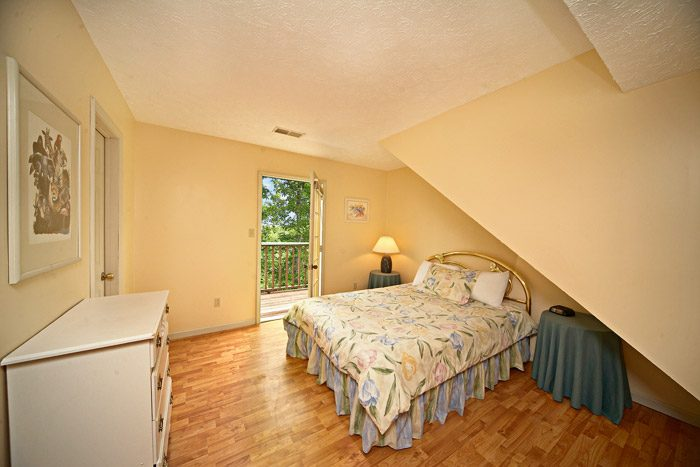 Chalet with Queen Sized Bedroom in Gatlinburg - Bear Kisses