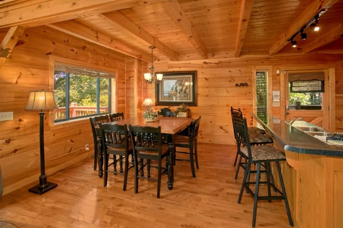 2 Bedroom Cabin with Large Dining Space - Bear Necessity