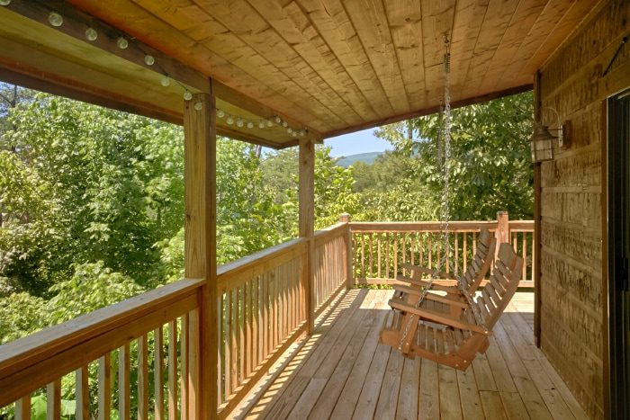 2 Bedroom Cabin with Large Covered Deck - Bear Necessity