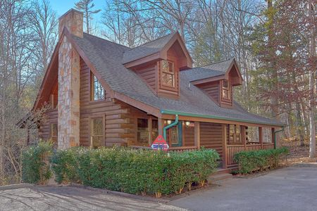 Big Bears Den: 4 Bedroom Gatlinburg Vacation Home Rental