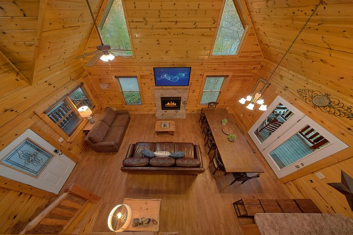 Cabin with Spacious Living Room - Bear Play