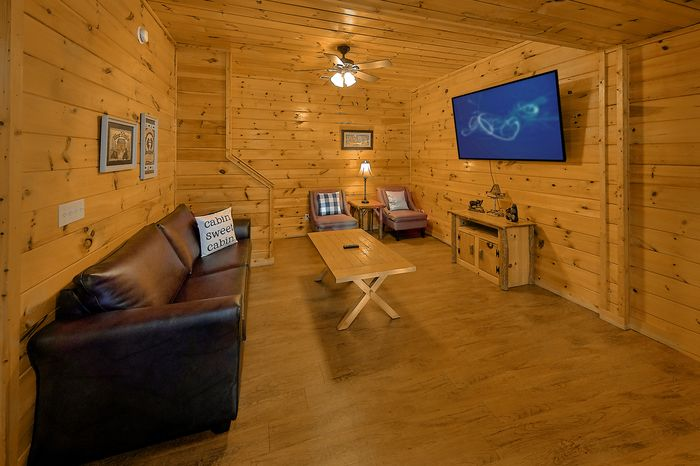 Cabin with Den - Bear Play