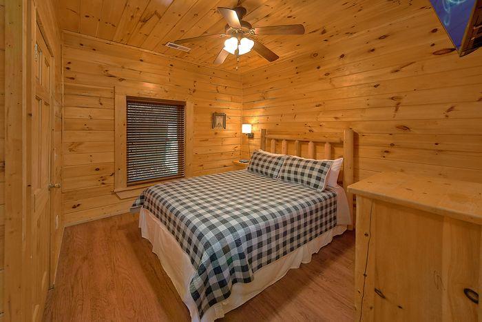 Queen Sized Bedroom - Bear Play