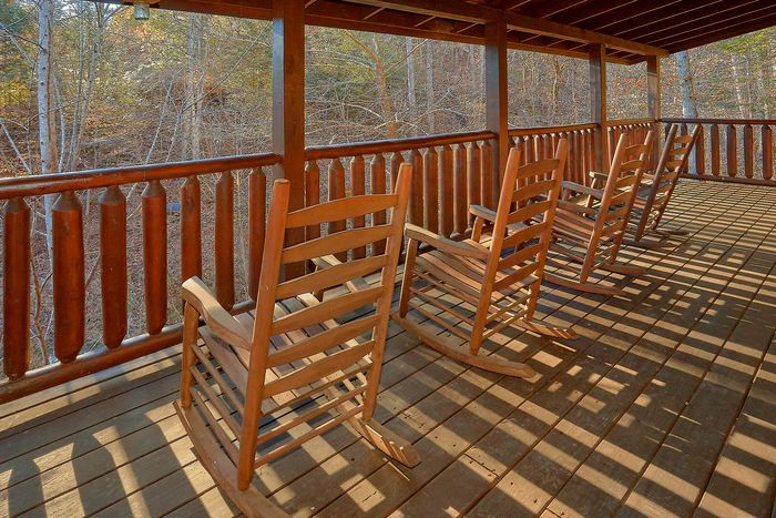 Cabin with Deck - Bear Play