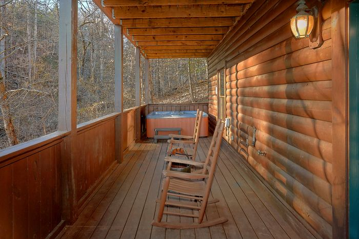 Mountain park resort tn pigeon forge cabin rental bear for Big bear cabins with jacuzzi tubs
