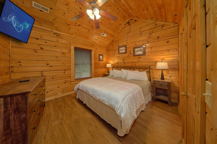 King Bedroom with TV - Bear Shack