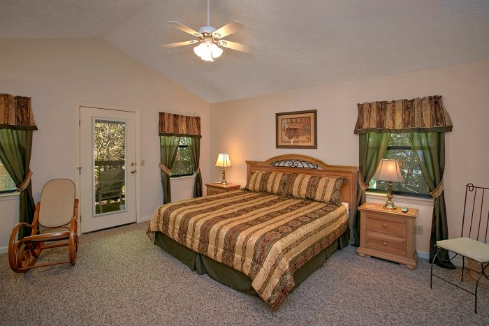 Gatlinburg Chalet with Two King Bedrooms - Bear Walk Chalet