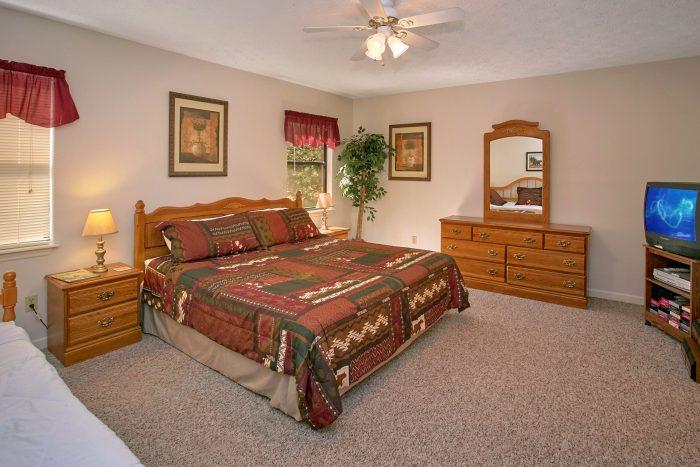 Gatlinburg Chalet with 2 King Bedrooms - Bear Walk Chalet