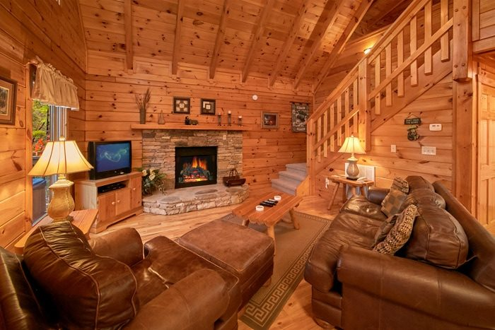 Honeymoon Cabin with Fireplace - Bearadise