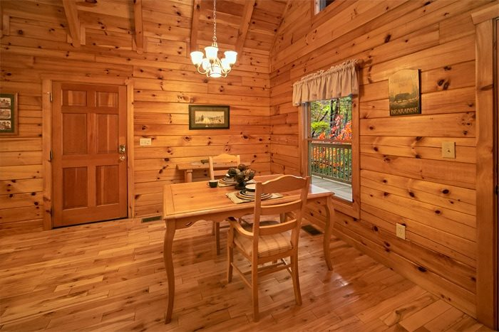 Luxury Cabin with Dining Room and Fireplace - Bearadise