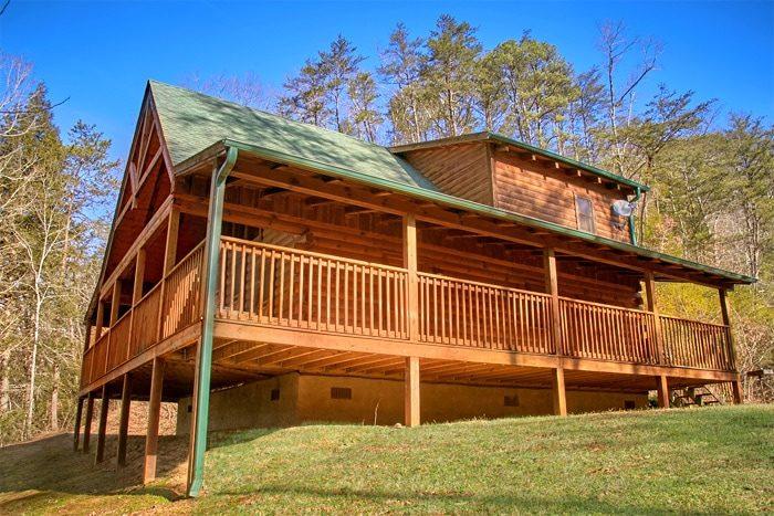 Cozy Honeymoon Cabin with Hot Tub and Views - Bearadise