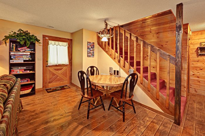 Cabin with Downstairs Game Room and Den - Bears Den 2